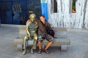 high school study abroad - Getting acquainted with the locals (in this case a statue)