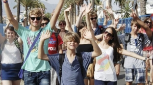 summer study abroad - Teens in leisure activities